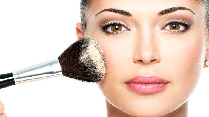Lakukan 4 Cara Ini Untuk Menghindari Kesalahan Pakai Bedak, Penampilanmu Bakal Flawless