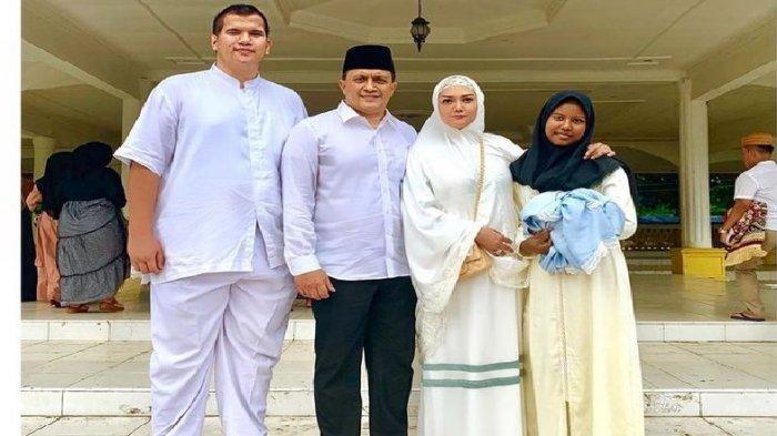 Apa Kabar Bella Shapira? Foto-foto Berlebaran di Kampung Suaminya yang Pejabat TNI Curi Perhatian