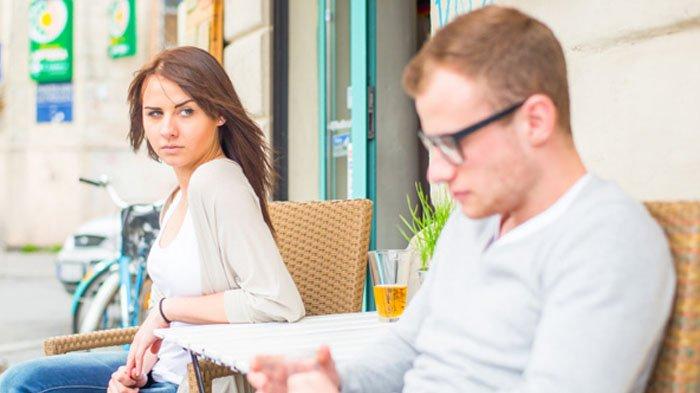 Mau Fokus Move On? Ini 6 Cara Hindari Baper Saat Kamu Harus Ketemu Mantan Lagi