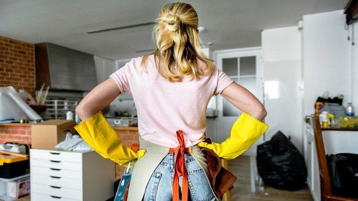 Ilustrasi bersih-bersih rumah.