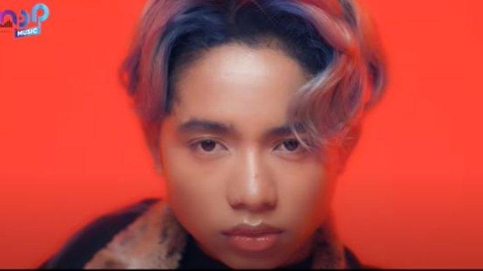 Betrand Peto Rilis Lagu 'Deritaku' Versi Korea, Onyo Tampil Bak Idol Kpop di Video Klip