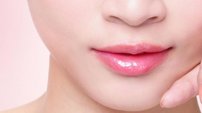 10 Cara Mengatasi Bibir Kering dan Pecah-pecah, Hindari Makanan Pedas Hingga Pakai Masker Timun