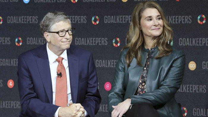 FILES) Dalam file foto yang diambil pada tanggal 26 September 2018 ini Bill Gates dan istrinya Melinda Gates memperkenalkan acara Goalkeepers di Lincoln Center di New York. Bill Gates, pendiri Microsoft yang menjadi dermawan, dan istrinya Melinda akan bercerai setelah 27 tahun menikah, kata pasangan itu dalam pernyataan bersama Senin. Pengumuman dari salah satu pasangan terkaya di dunia, dengan perkiraan kekayaan bersih sekitar $ 130 miliar, dibuat di Twitter.
