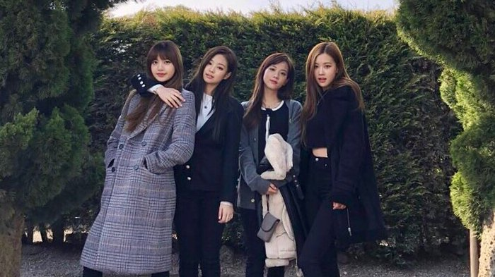 Cover Mini Album Perdana BLACKPINK Akan Dirilis dalam 2 Versi, Tinggal Pilih Girls!