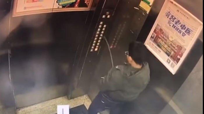 Awalnya Pede Buang Air Kecil di Lift, Bocah Asal Tiongkok ini Malah Langsung Dapat Karma