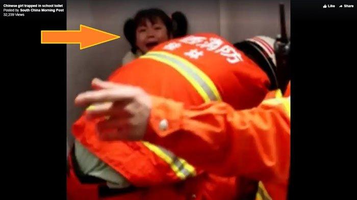 Kaki Bocah Ini Terjebak di Toilet Jongkok Sekolah, Permintaannya kepada Tim Penyelamat Bikin Sedih!