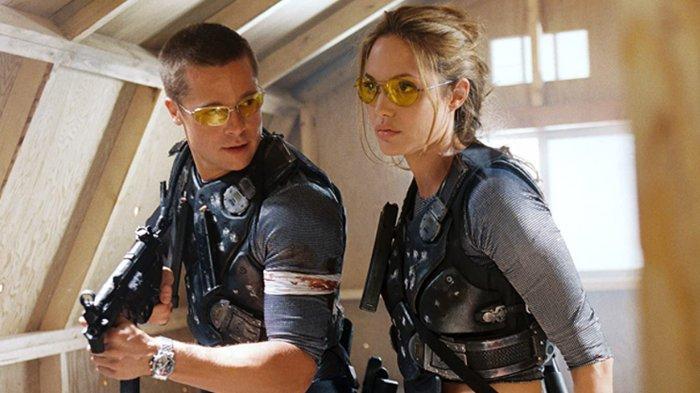Brad Pitt dan Angelina Jolie dalam film Mr & Mrs Smith.