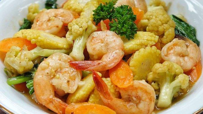 Ramadhan 1442 H - 4 Resep Masakan Simpel & Lezat untuk Buka Puasa: Capcay Salmon, Capcay Udang