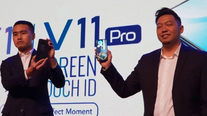 Kiri-kanan: James Wei, CEO Vivo Indonesia dan Yoga Samiaji, Senior Product Manager Vivo Indonesia dalam acara peluncuran Vivo V11 di Jakarta, Rabu (12/9/2018)