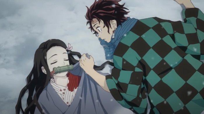 Tanjiro melindungi Nezuko di anime Demon Slayer.