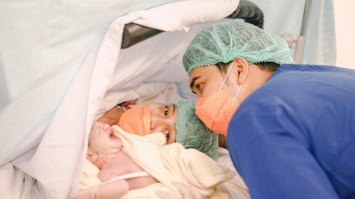 Chelzea Verhoeven melahirkan