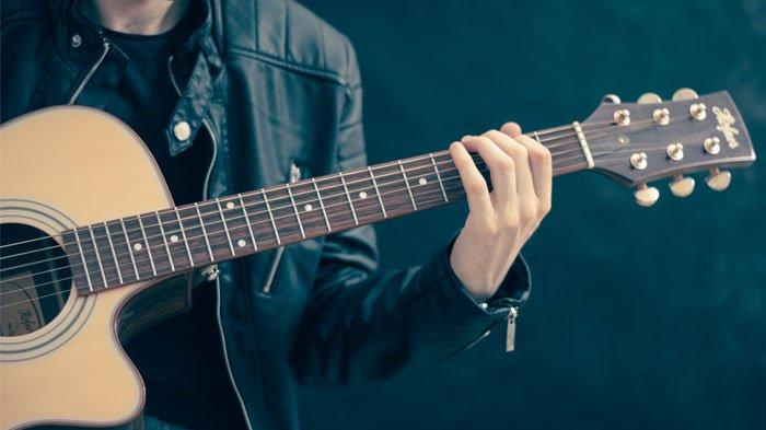 3 Lagu Pop Indonesia Dengan Chord Kunci Gitar Paling Mudah Lagu Anji Hingga Ariel Noah