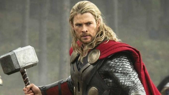 Chris Hemsworth sebagai Thor