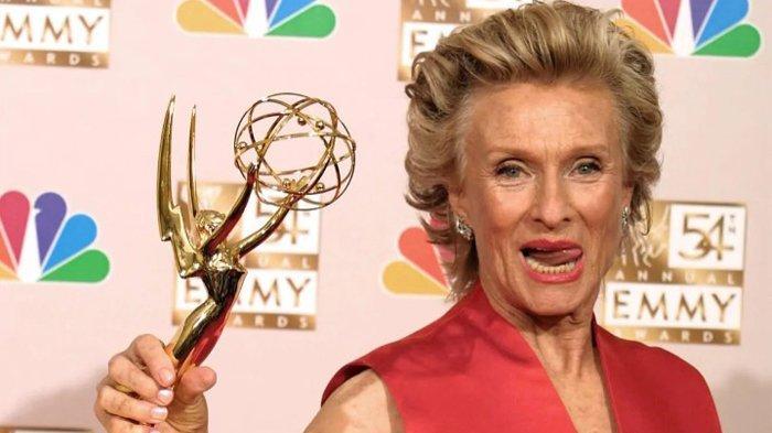 Cloris Leachman, Pemenang Oscar dan Bintang Pertunjukan 'Mary Tyler Moore', Meninggal Pada Usia 94