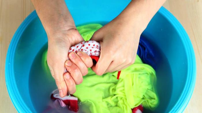 (Ilustrasi) mencuci baju