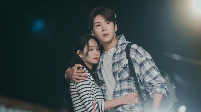 Cuplikan drama Korea Hometown Cha-Cha-Cha episode 9
