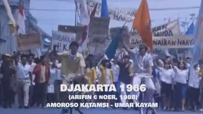 Cuplikan film Djakarta 1966.
