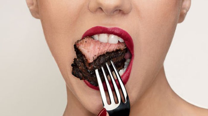 Makan daging terlalu banyak, bisa sebabkan penyakit serius.