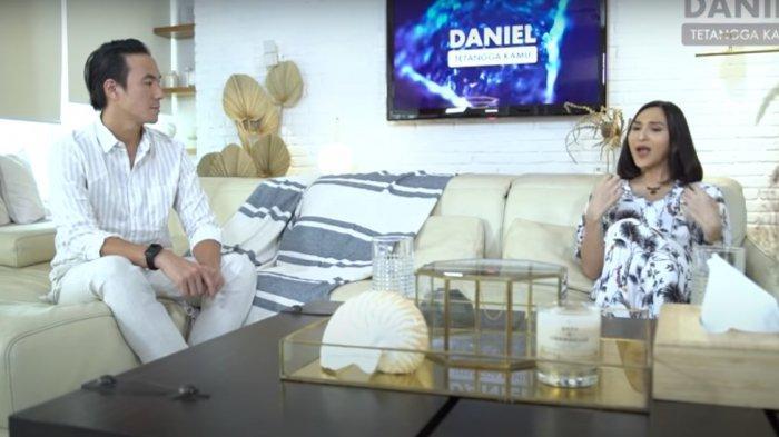 Daniel Mananta dan Dena Rachman.
