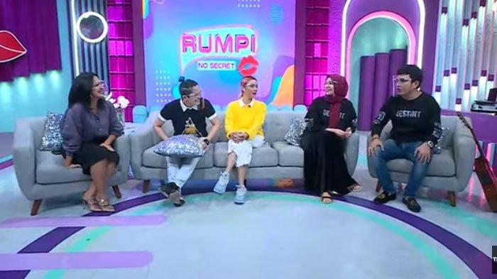 Dari kiri: Feni Rose, Mita, Dara The Virgin, Salsabilih, dan Aldi Taher.