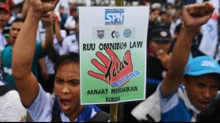 Demonstrasi buruh tolak RUU Cipta Kerja.