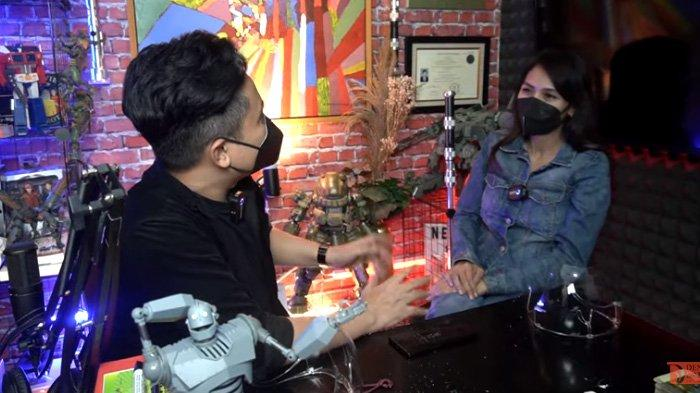 Denny Darko bertemu dengan sosok W alias Wenny Ariani.