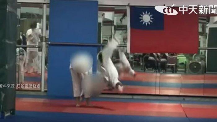 Detik-detik Huang dibanting seniornya saat latihan Judo