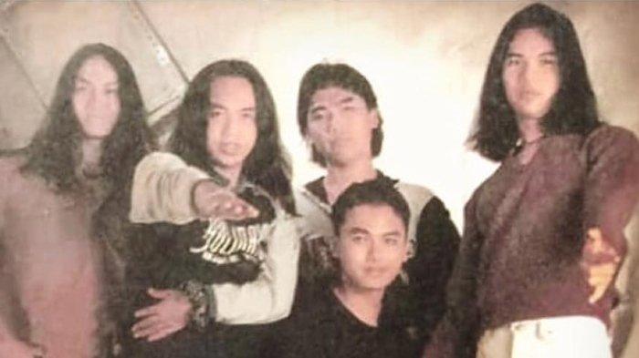 Ari Lasso Unggah Foto Lawas Dewa 19, Netter Langsung Asyik Nostalgia