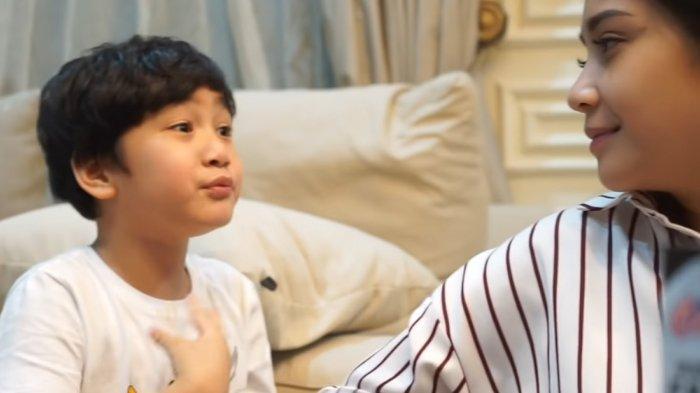 Nagita Slavina Kepo Alasan Sang Putra Suka Marah-marah, Rafathar: Mamanya Bikin Aa Pusing