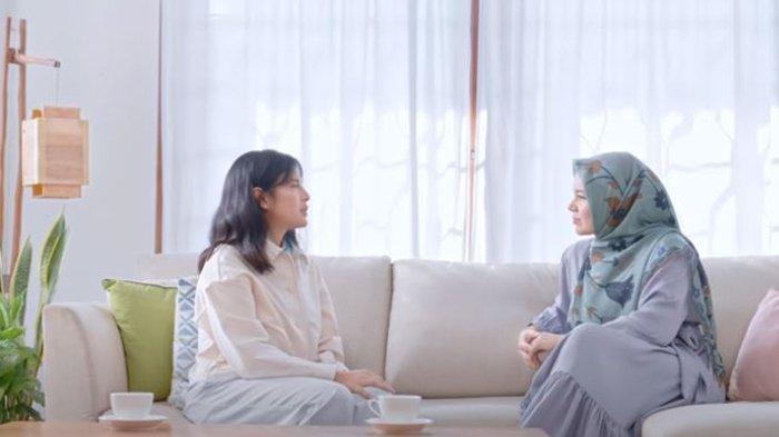 Dian Sastro dan Dewi Sandra.