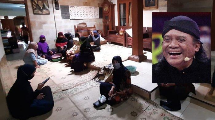 FOTO-FOTO Terbaru Suasana Rumah Duka Didi Kempot di Ngawi dan Solo, Dibanjiri Pelayat Bermasker