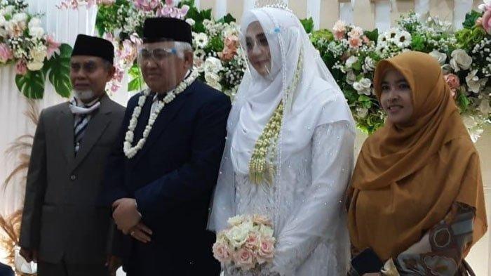 Din Syamsuddin menikah dengan Rashda Diana.