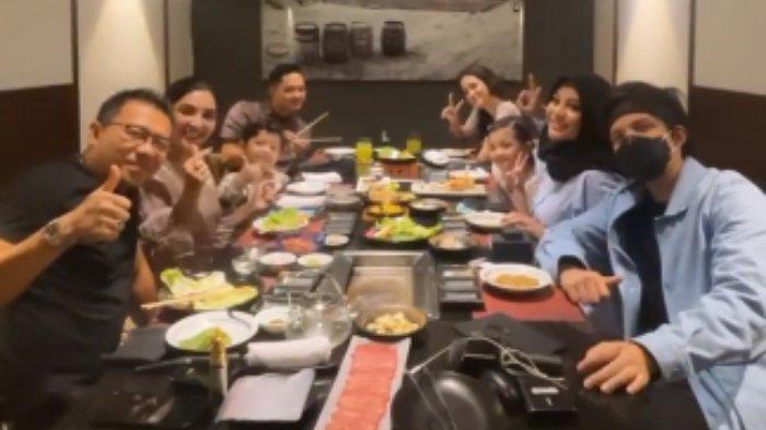 Dinner keluarga Anang Hermansyah