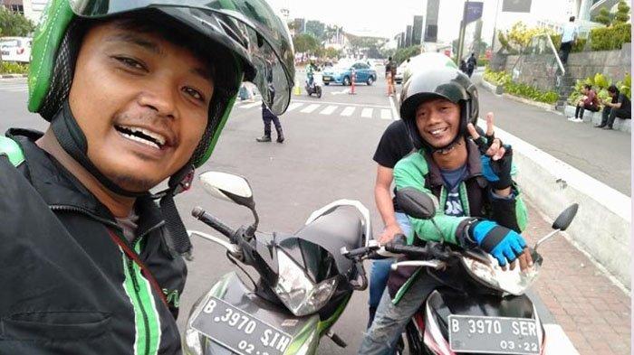 Sekilas Foto Pertemuan Dua Driver Ojol Ini Biasa Aja, tapi Lihat Ada yang Janggal!