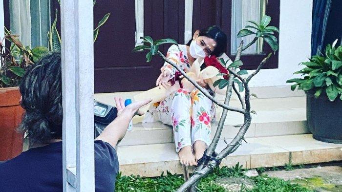 Tissa Biani Berjuang Sembuh dari Covid, Dul Jaelani Romantis Jenguk Bawa Bunga & Buatkan Nasi Goreng