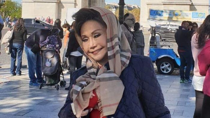 Elly Kasim, penyanyi Minang legendaris, meninggal karena penyakit sepsis.