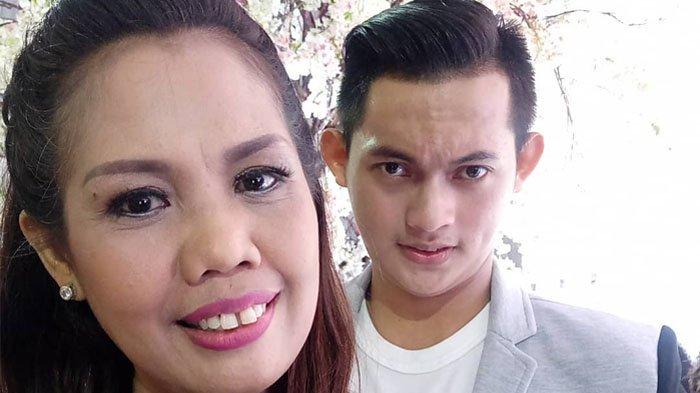 Ely Sugigi Suka Buat Video Tik Tok Ajak Kekasihnya, Tapi Ekspresi Irfan Sbaztian Bikin Netter Salfok