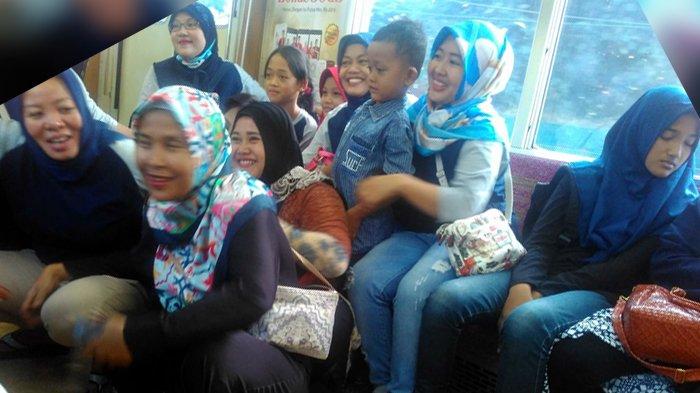 Gak Cuma di Jalan, The Power of Emak-emak Bikin Pria Ini Menyerah di Kereta!