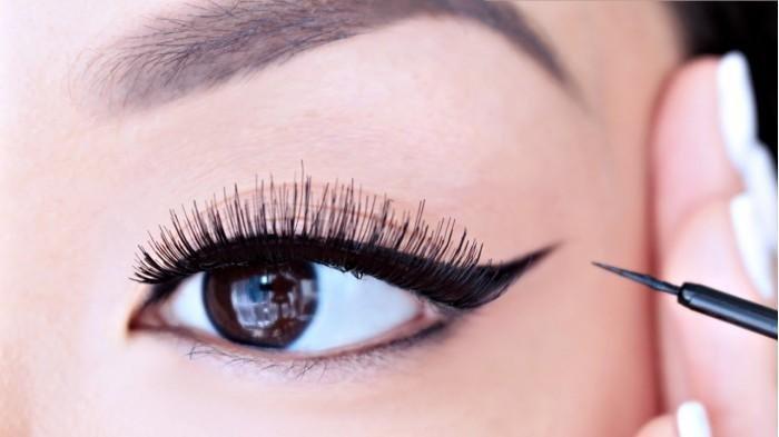 Masih Pemula dalam Make up? Perhatikan Tips Pakai Eyeliner yang Mudah, Ada 4 Cara yang Bisa Dicoba!