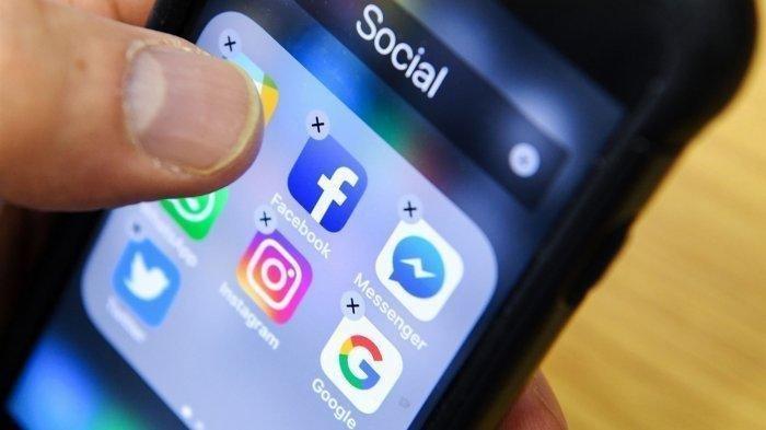 Facebook dan media sosial lainnya.