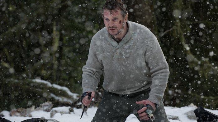 Film The Grey, dibintangi Liam Neeson.