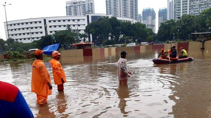 Foto & Daftar Titik Banjir Jakarta, Hujan Deras Sejak Pagi Hari, Simak Prediksi Cuaca BMKG Hari Ini