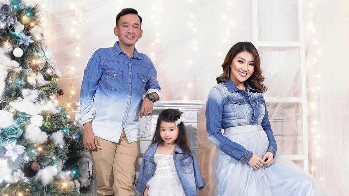 7 Potret Perayaan Natal Ala Artis Indonesia, Mulai dari Jedar Hingga Sharena Delon