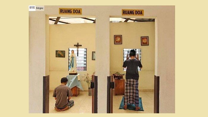 Viral Foto Ruang Doa 2 Agama Berbeda Saling Bersebelahan, Ini Cerita Menyentuh Sang Fotografer