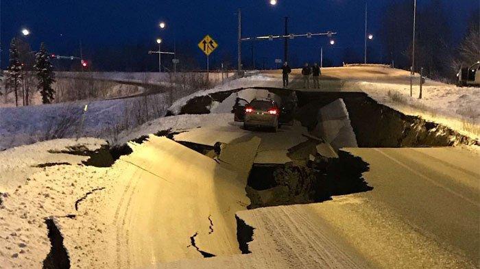 Alaska Dilanda Gempa 7 Skala Richter, Bukan Mengungsi Warga Setempat Malah Sibuk Melihat Kerusakan