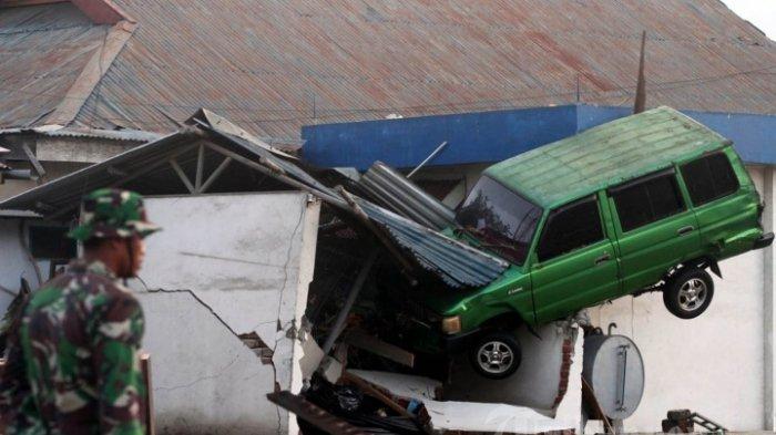 Suasana di kawasan Pantai Talise, Palu, Sulawesi Tengah, setelah terjangan gempa dan tsunami, Sabtu (29/9/2018). Gempa bumi 7.7 SR yang disertai gelombang tsunami meluluh lantakan pesisir pantai di Palu dan info sementara korban jiwa mencapai kurabg kebih 400. TRIBUNNEWS/IRWAN RISMAWAN