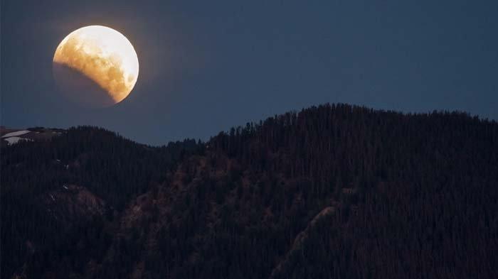 Gerhana Bulan Total Terlama