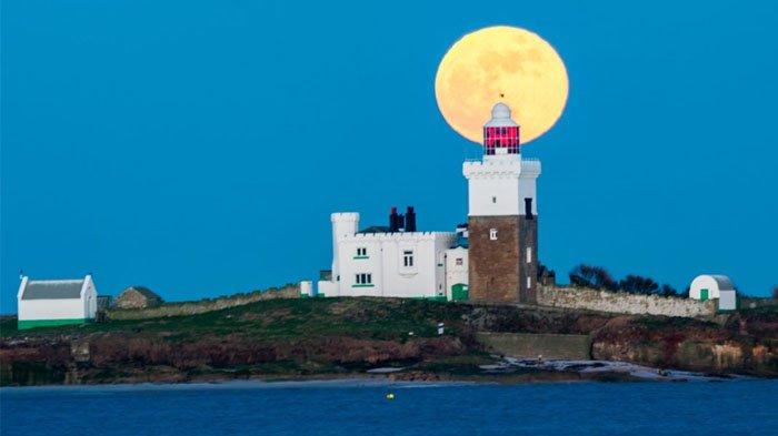 Super Blue Blood Moon di Coquet Island, Inggris