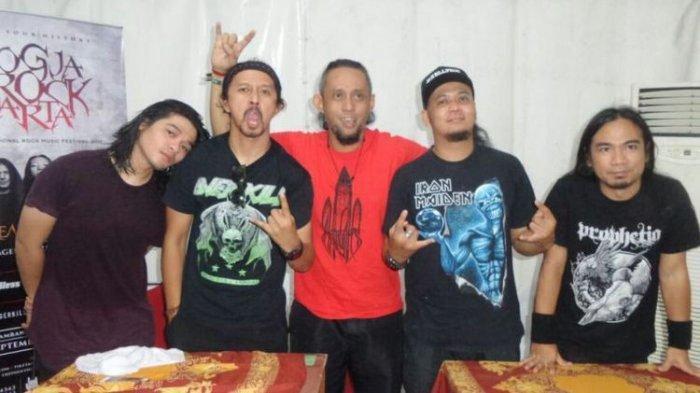 Grup band Burgerkill dalam jumpa pers di JogjaRockarta, stadion Kridosono, Kota Baru, Yogyakarta, Sabtu (29/9/2017).