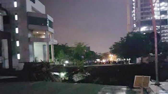 Jalan Gubeng di Kota Surabaya Ambles   Editor: Rendy Nicko